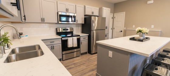 Housing Near ASU West Campus Spacious Student Townhome Living