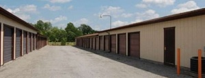 Youngstown State Storage Storage Rentals of America - Warren - North River Rd for Youngstown State University Students in Youngstown, OH